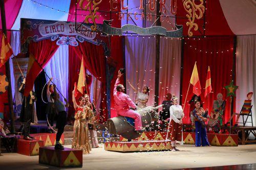 """""""Carmen – Der Star im Zirkus Sevilla"""" enthält alles, was von einer guten Kinderoper erwartet wird, bei genauem Hinsehen sogar noch mehr. Bregenzer Festspiele/Anja Köhler"""