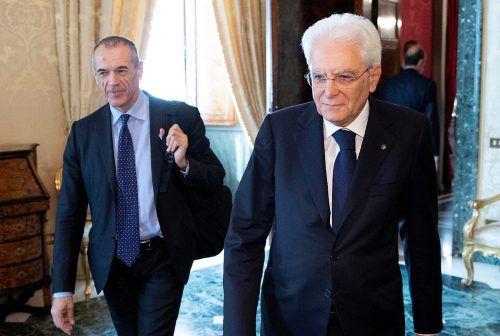Cottarelli (l.) traf bei seinen Bemühungen auf gnadenlosen Widerstand. reuters