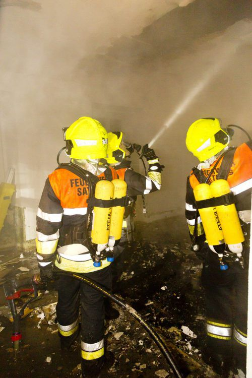 Das Feuer wurde von den Atemschutzträgern rasch unter Kontrolle gebracht und gelöscht. Es wurden keine Personen in Mitleidenschaft gezogen. d. mathis