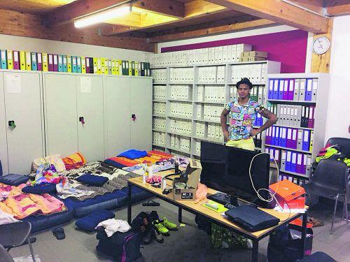 Das Werkstattbüro als Schlaf- und Wohnraum zugleich für die SW-Brasilianer.VN