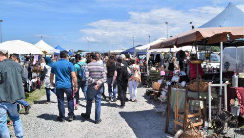 Das Wetter war traumhaft und die Besucher stürmten den Flohmarkt. LOAC