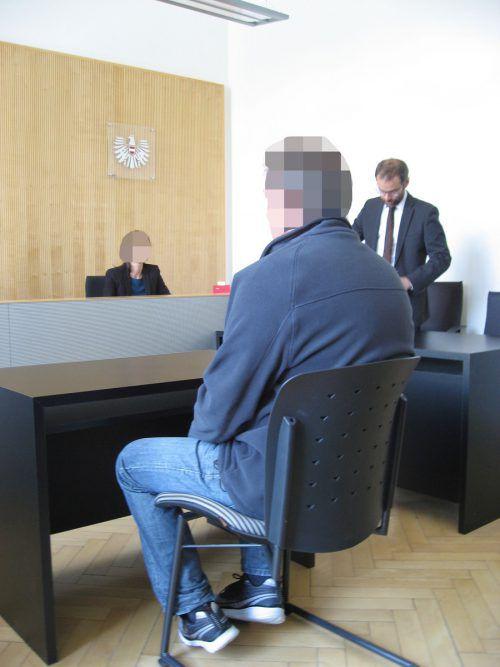 Der Angeklagte versuchte die Firma, die ihn entlassen hatte, zu erpressen.EC