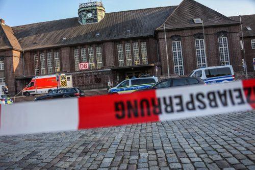 Der Flensburger Bahnhof wurde geräumt, die Zufahrtsstraßen gesperrt. afp