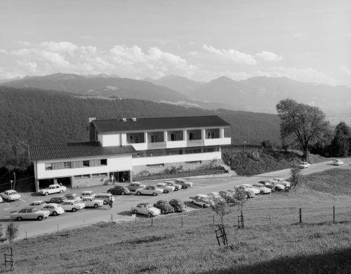 Der Gasthof Traube wurde abgerissen. An dessen Stelle wurde 1964 der Berghof Fluh errichtet, der 1993 verkauft und zu einem Wohnhaus umgebaut wurde.