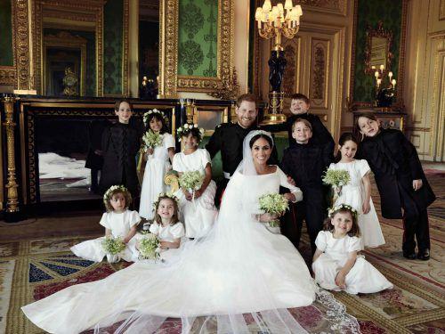 Der Kensington-Palast in London hat gestern die ersten offiziellen Hochzeitsfotos von Prinz Harry (33) und Herzogin Meghan (36) veröffentlicht. kensington palace/alexi lubomirski