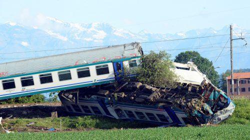 Der Lkw durchbrach eine Schranke und landete auf den Schienen. Reuters