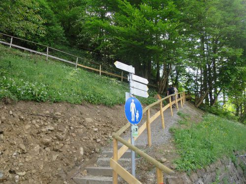 Der neue Einstieg in den Zanzenbergweg, der wegen der Baustelle verlegt wurde. ha