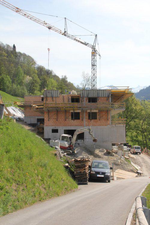Der Rohbau der beiden Gebäude steht bereits. str