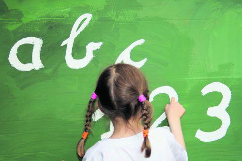 Der Schulleiter empfiehlt, Kinder beim geringsten Zweifel in der Vorschulklasse starten zu lassen.