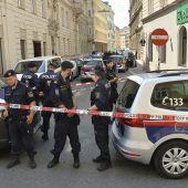 Mann erschießt Frau und sich selbst auf offener Straße