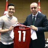 Scharfe Rüge für Özil und Gündogan