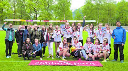 Die beiden Teams des BG Bludenz und die drittplatzierte HLW Rankweil in der Oberstufe Mädchen.