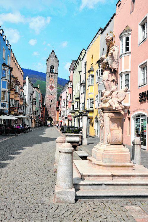 Die ehemalige Fuggerstadt Sterzing war einst Herberge für Kaiser und Könige und bezaubert mit ihrer historischen Innenstadt.