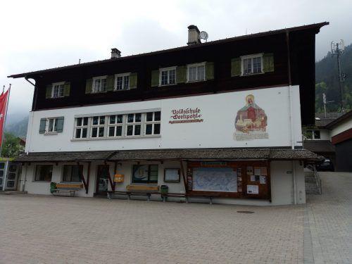 Die einstige Gortipohler Volksschule: Während im OG der Kindergarten beheimatet ist, wird der unterste Stock jetzt für die Kleinsten umgebaut. VN/HP