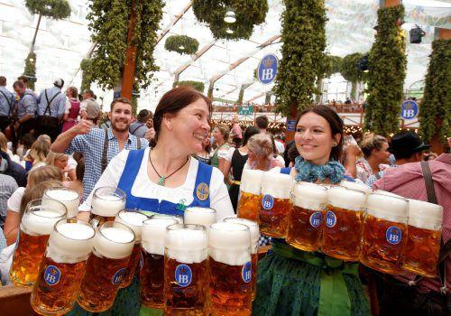 Die höhere Umsatzpacht auf der Wiesn hat zur Folge, dass der Bierpreis erhöht wird. 2018 soll der Mass-Preis über elf Euro liegen. Reuters