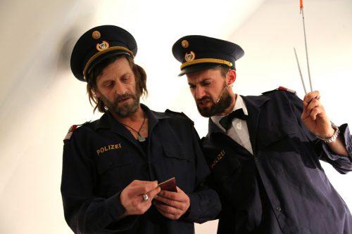 Die Komiker Thomas Rauch und Bandi Koeck teilen kräftige Seitenhiebe aus, ohne sich dabei ein Blatt vor den Mund zu nehmen. koeck-rauch