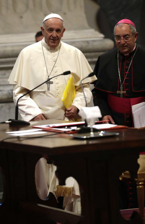Die neuen Richtlinien des Papstes stellen Regeln für die Social-Media-Nutzung auf. AP