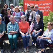 Oma-Revolte begehrt mit Hungerstreik auf