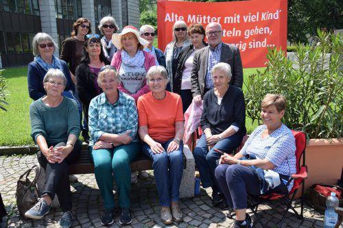 """Die """"Oma-Revolte"""" ist zurück: Alte Mütter demonstrierten am Freitag vor dem Landhaus für gerechtere Pensionen.  gas"""