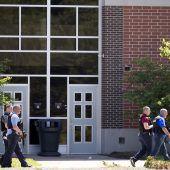 Schüler schießt um sich
