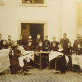 """<p class=""""caption"""">Die Stickereifachschule in der Hatlerstraße 26, um das Jahr 1900. Stadtarchiv</p>"""