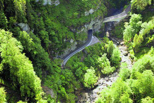 Die Straße ins Ebnit führt durch eine geologisch anspruchsvolle Gebirgslandschaft. STD