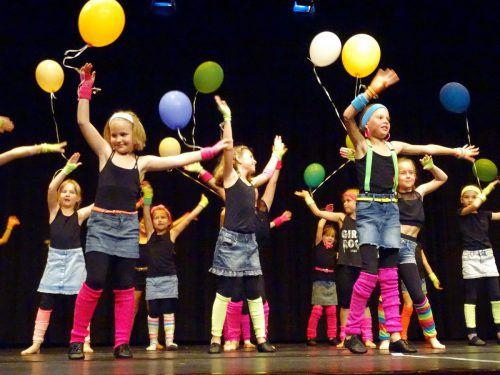Die Tänzerinnen des Tanzvereins Bürs stellen bei den Aufführungen am nächsten Wochenende in Nüziders ihr Können unter Beweis.Verein