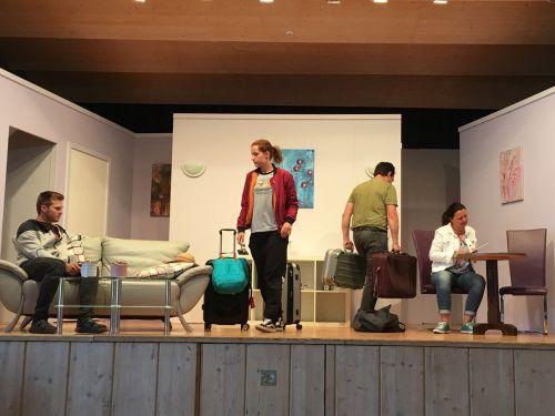 Die Theatergruppe Krumbach feierte eine gelungene Premiere im Gemeindesaal. Am 25. und 26. Mai folgen noch zwei Aufführungen.