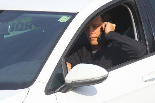 Ein Drittel der Kfz-Lenker gibt zu, mit dem Handy amm Steuer zu telefonieren. HOFMEISTER