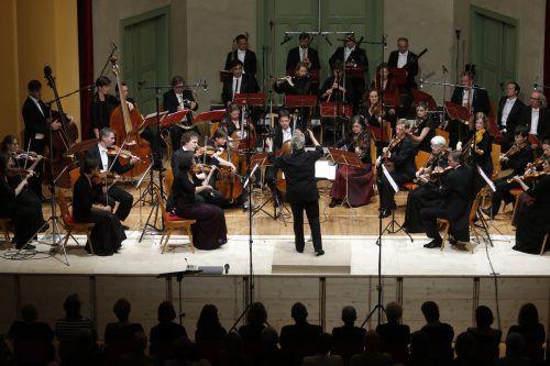 """Ein Schubertiade-Abend im Markus-Sittikus-Saal mit dem""""L'Orfeo Barockorchester"""" und seiner Dirigentin Michi Gaigg.  SCHUBERTIADE"""