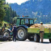 Biker (59) stirbt bei Kollision mit Traktor