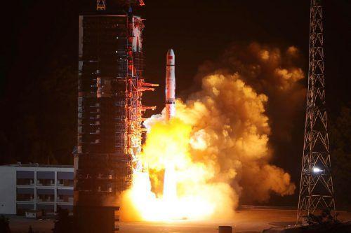 """Eine Rakete vom Typ """"Langer Marsch 4C"""" brachte den Satelliten ins All. ap"""