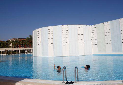 Einmalige Badelandschaften in den schönen südtürkischen Hotels. Das lässt Terror und Erdogan vergessen. Reuters