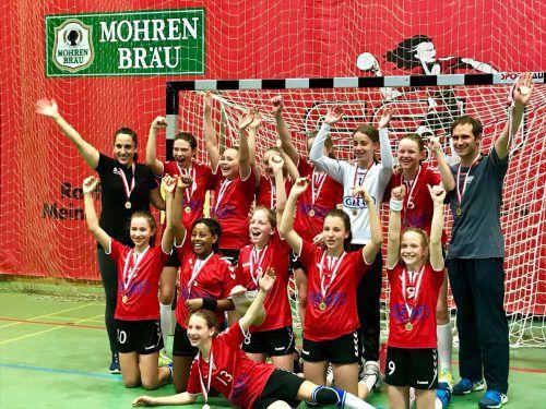 Es grüßen die frischgebackenen Landesmeister im Handball.