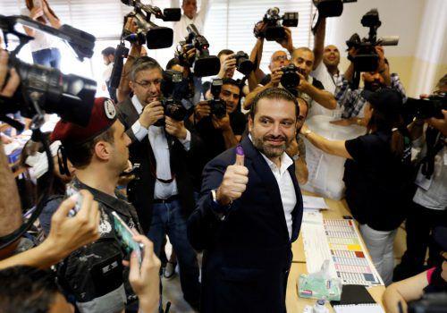 Es stehen sich im Wesentlichen zwei Lager gegenüber: eine vom Westen unterstützte Koalition unter Premier Hariri und die vom Iran gestützte Hisbollah-Gruppe. RTS