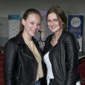 "<p class=""caption"">Eva Klien (l.) und Catharina Treffler (HLW Marienberg)</p>"