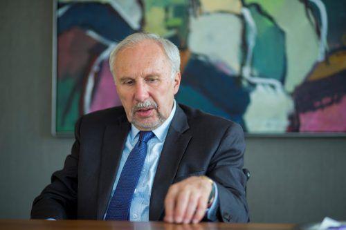 """Ewald Nowotny,Gouverneur der Oesterreichischen Nationalbank, setzt auch weiterhin auf Bargeld: """"Schon weil wir das Geld auch produzieren."""" VN/Paulitsch"""