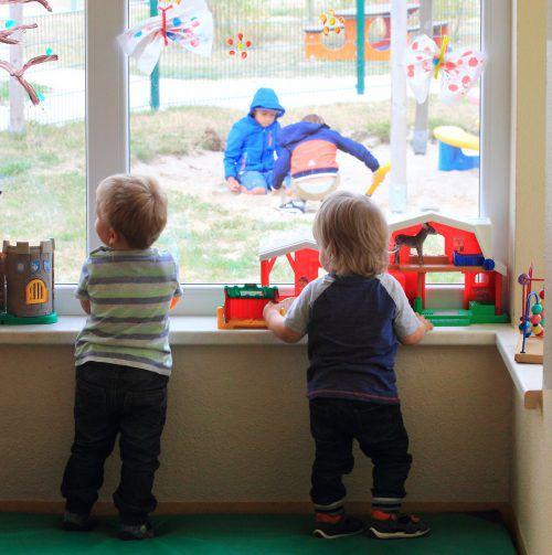 Während der Krise mussten viele Kinder zu Hause bleiben. Die Zeit für die Kinderbetreuung zu Hause stieg für die Eltern deutlich.DPA