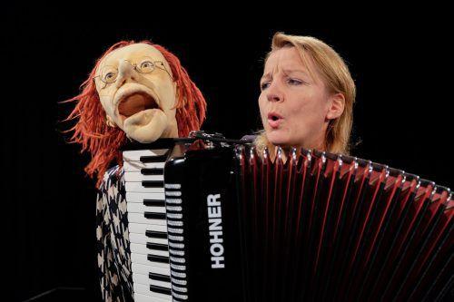 Frauke Jacobi mit ihrer Gertrud, demnächst beim Homunculus-Festival. S. Zbinden