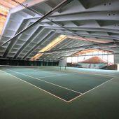 Tennishalle vor Versteigerung