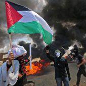 Blutige Proteste in Gaza überschatten Eröffnung der US-Botschaft. A2