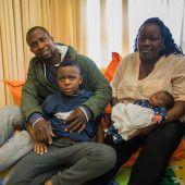 Edison und seiner Familie droht die Abschiebung, seine Schule kämpft um ihn. A5