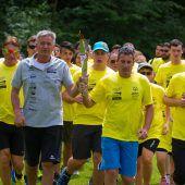 Die Flamme der Hoffnung läutet Sommerspiele der Special Olympics ein. C1