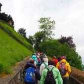 Pilgerstrom auf dem Weg zur Basilika