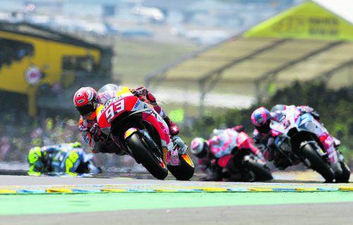 Für Marc Marquez war nach den Stürzen von Andrea Dovizioso und Johann Zarco der Weg frei zum Sieg.ap