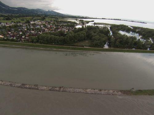Gefährlicher Rhein: Vor fast genau zwei Jahren wurde den Menschen im Rheintal wieder einmal vor Augen geführt, wie gefährlich der Fluss sein kann.Vlach