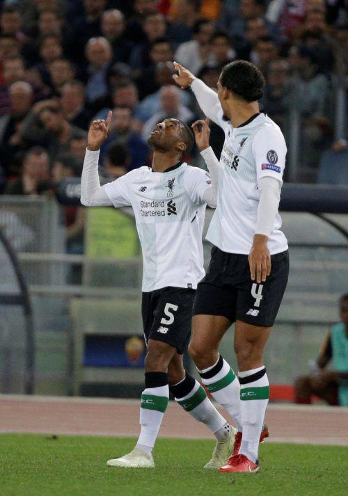 Georginio Wijnaldum (links) feiert mit Virgil Van Dijk seinen Treffer zur zwischenzeitlichen 2:1-Führung für Liverpool.Reuters
