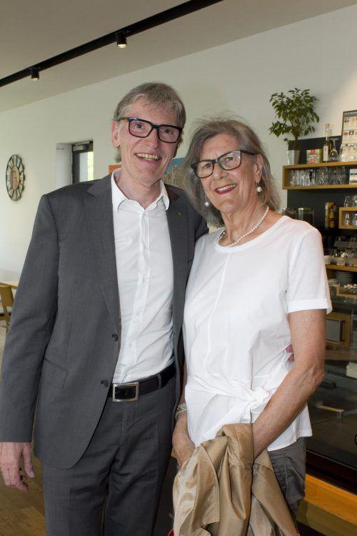 Gratulantenpaar: Raiba-Vorstand Wilfried Hopfner mit Rita.