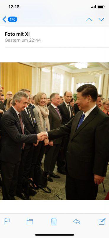 Handschlag zwischen Hubert Bertsch und Chinas Staatschef Xi Jinping. VN