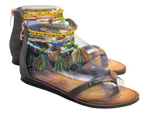 """Hippie-style             Trendige Sandalen von """"Les Tropeziennes"""". Gesehen bei Mango um49,90 Euro."""